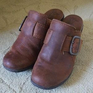 B.O.C brown leather clogs Size 7 Like new